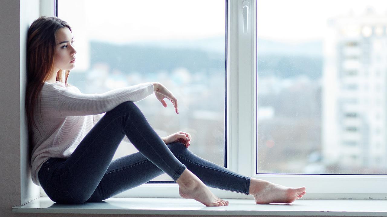 Почему чешется интимное место у девушки?